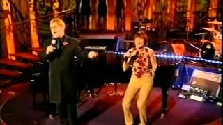 getlinkyoutube.com-Elton John & Kiki Dee Don't Do Breaking My Heart live on Parkinson 2000