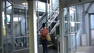 getlinkyoutube.com-バンクーバー空港 飛行機を降りて MOV093 20110716