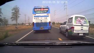 getlinkyoutube.com-อุบัติเหตุ รถกระบะแซงไม่พ้น