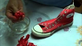 getlinkyoutube.com-DIY: How to dye your old converse wih tissue paper.  Como pintar unos tenis Converse all star.