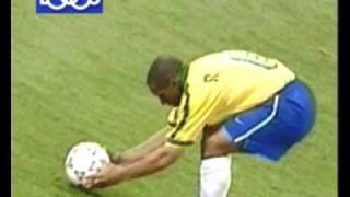 getlinkyoutube.com-El Mejor Gol de Tiro Libre de la Historia-Roberto Carlos