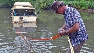 getlinkyoutube.com-Per Auto durchs Wasser - ein Pinzgauer versinkt im Fluss