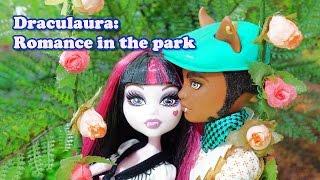 getlinkyoutube.com-Monster High Draculaura: Romance in the park (stop motion)