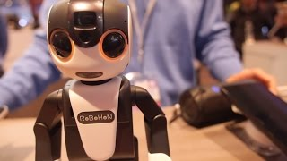 getlinkyoutube.com-Sharp Robohon speaks English at the Qualcomm booth at MWC 2016