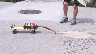 getlinkyoutube.com-콜라+멘토스 스케이트보드 미니카 만들기 - 허팝 (Coke Mentos Skateboard Car Experiment)