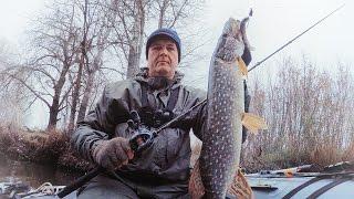 getlinkyoutube.com-Ловля щуки на джиг. Рыбалка с лодки на реке. Попытка закрыть сезон N1