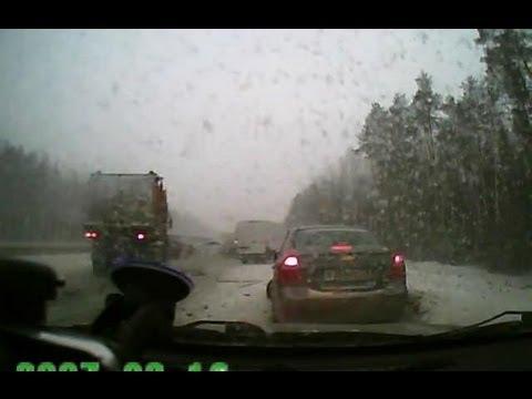 Под Пермью столкнулось более 100 машин!
