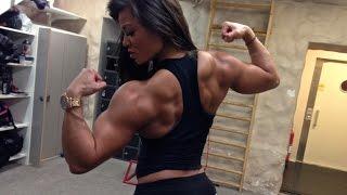 getlinkyoutube.com-Muscle girl Sophie Arvebrink: Heavy back workout