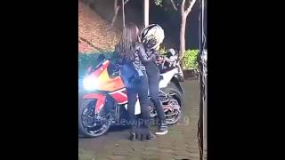 getlinkyoutube.com-Kocaknya Kelakuan Prilly Ikut Aliando Naik Motor (cr as wm)