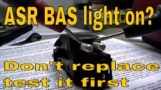 getlinkyoutube.com-Mercedes E class Brake light switch test BAS ASR acc skid control light on