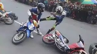 getlinkyoutube.com-Disruduk, 2 Pembalap Underbone Ini Adu Jotos | motor accident
