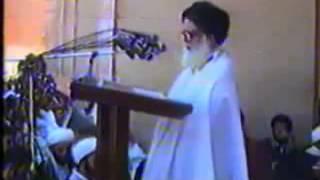 getlinkyoutube.com-السيد الصدر يصف السيستاني بالأحمق لأنه يترك الناس تقبل يده
