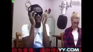 getlinkyoutube.com-黑人华仔唱逆战和光辉岁月,嫂子在旁边,这么疯真的好吗。。。