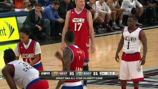 getlinkyoutube.com-Kevin Hart Duels with Mo'ne Davis During the Sprint All-Star Celebrity Game