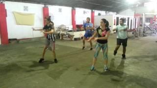 getlinkyoutube.com-Zumba en Sport Center - Sacude la tanga
