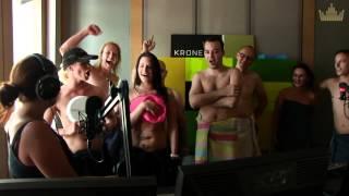 getlinkyoutube.com-Der KRONEHIT Nacktbus -- On Tour