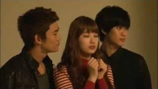 getlinkyoutube.com-Suzy Double Kiss