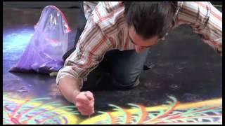 getlinkyoutube.com-رسام مجنون يرسم بالرمال ابهر الجمهور يستحق المشاهدة