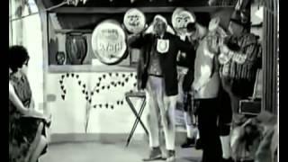 getlinkyoutube.com-Τρελός, Παλαβός και Βέγγος (1967) - Γιορτή Κρασιού