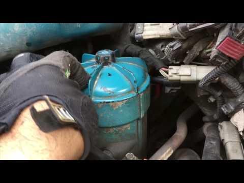 Где у GMC Вандура фильтр двигателя