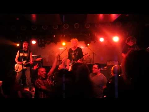 The Outcasts - The Cops Are Comin' (live @ Bi Nuu Berlin - Kreuzberg, 10.04.2014)