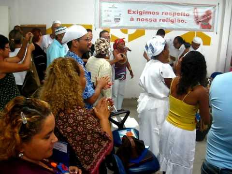 Mãe Leonildes de Cibamba e L'Omi cantando pra Jurema 2009.