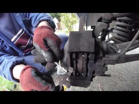 Как поменять задние тормозные колодки Mercedes ML 270 CDI 2003