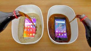 getlinkyoutube.com-Samsung Galaxy S7 Edge vs Sony Xperia Z5 Premium Coca Cola Test! (4K)