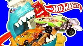 getlinkyoutube.com-Hot Wheels Sharkport Showdown Color Shifters Shark & Dinosaur Attack