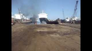 getlinkyoutube.com-Ship arrives to be dismantled in Aliağa Shipbreaking Yard