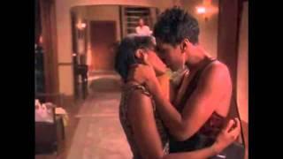 getlinkyoutube.com-Bird Lesbian Kiss