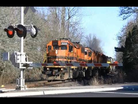 (HD) New Roberts,Oregon Crossing with gates
