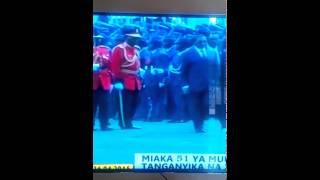 Rais Kikwete alipokosea Gwaride la Jeshi