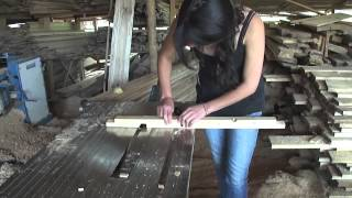 getlinkyoutube.com-Construcción En Madera Reciclada (Casa Perro)