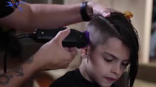 getlinkyoutube.com-ولد اجمل من البنت يحلق شعره