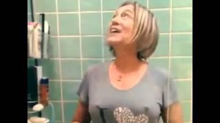 getlinkyoutube.com-Susana Vieira no desafio do farol ligado, ops quer dizer balde de gelo