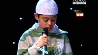getlinkyoutube.com-طفل بريطانى صوته فى القرآن أجمل ماتسمع