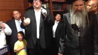 getlinkyoutube.com-Hineh Lo Yanum-Brand New MBD song!! In Los Angeles! Rechnitz Simchas Beis Hasoavah!