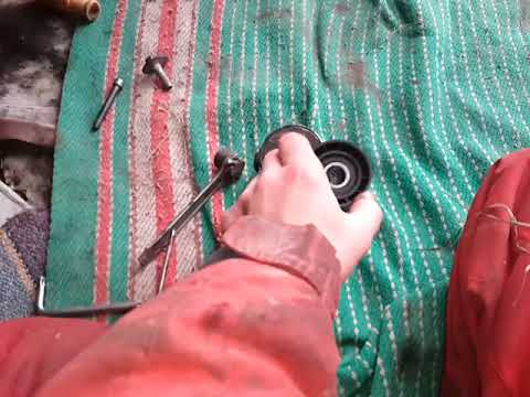 Как заменить ролик с натяжителем ремня гидроусилителя на Ситроен Берлинго