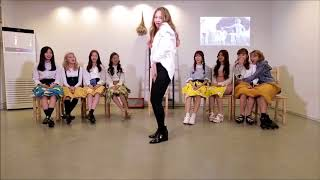 MOMOLAND, Taeha sexy funny cute dance. She's hilarious