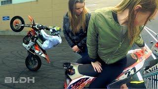 getlinkyoutube.com-Supermoto stunt meet with curious girls | BLDH