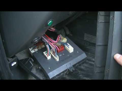 Где у ВАЗ 2111 находится предохранитель габаритных огней