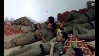 الأمن العام في السعودية مجتمعين يتابعون لميس ويحيى.flv