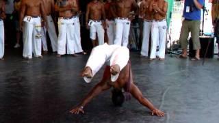getlinkyoutube.com-Concurso Rei da Capoeira de Coburg 2011 (2. Parte do concurso:Sólo e Acrobacia)