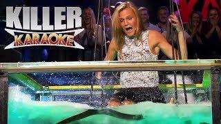 getlinkyoutube.com-Killer karaoke - Livredd blondine synger 'Bombo' i vanntank med åler