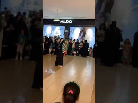 بالفيديو..فتاة تحتفل باليوم الوطني على أنغام المزمار