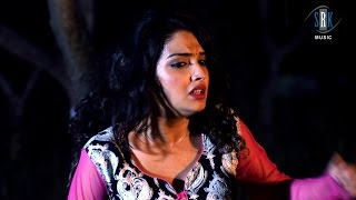 getlinkyoutube.com-Choos Lelas | Aamrapali Dubey | Bhojpuri Movie Action Drama Scene