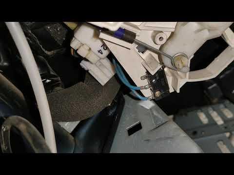Где в Мицубиши Паджеро находятся предохранитель открывания багажника