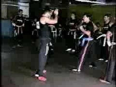 Video Aula de kick-boxing