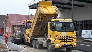 getlinkyoutube.com-**CLOSE UP** 2x Vögele Pavers, Liebherr A904C, MB Arocs, Asphaltkolonne L. Weiss, Germany, 2014.